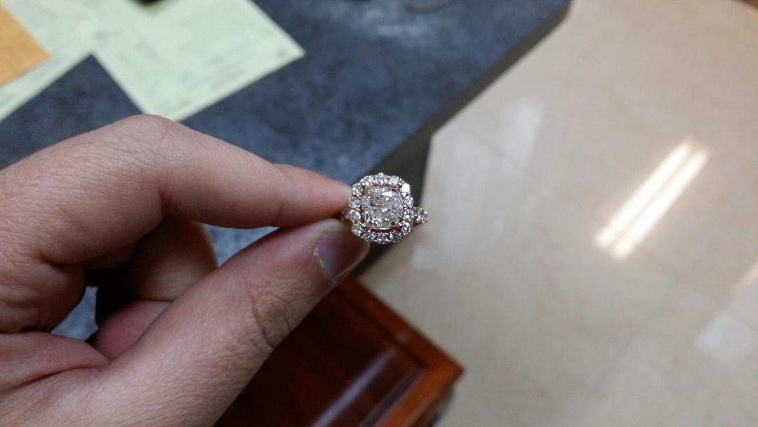 The Benefits of Commissioning Custom Jewelry Pieces