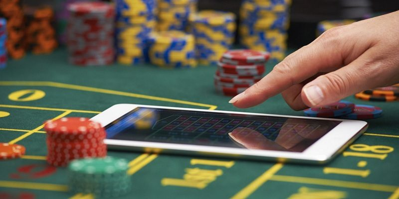 Earn money with ease through gambling sites