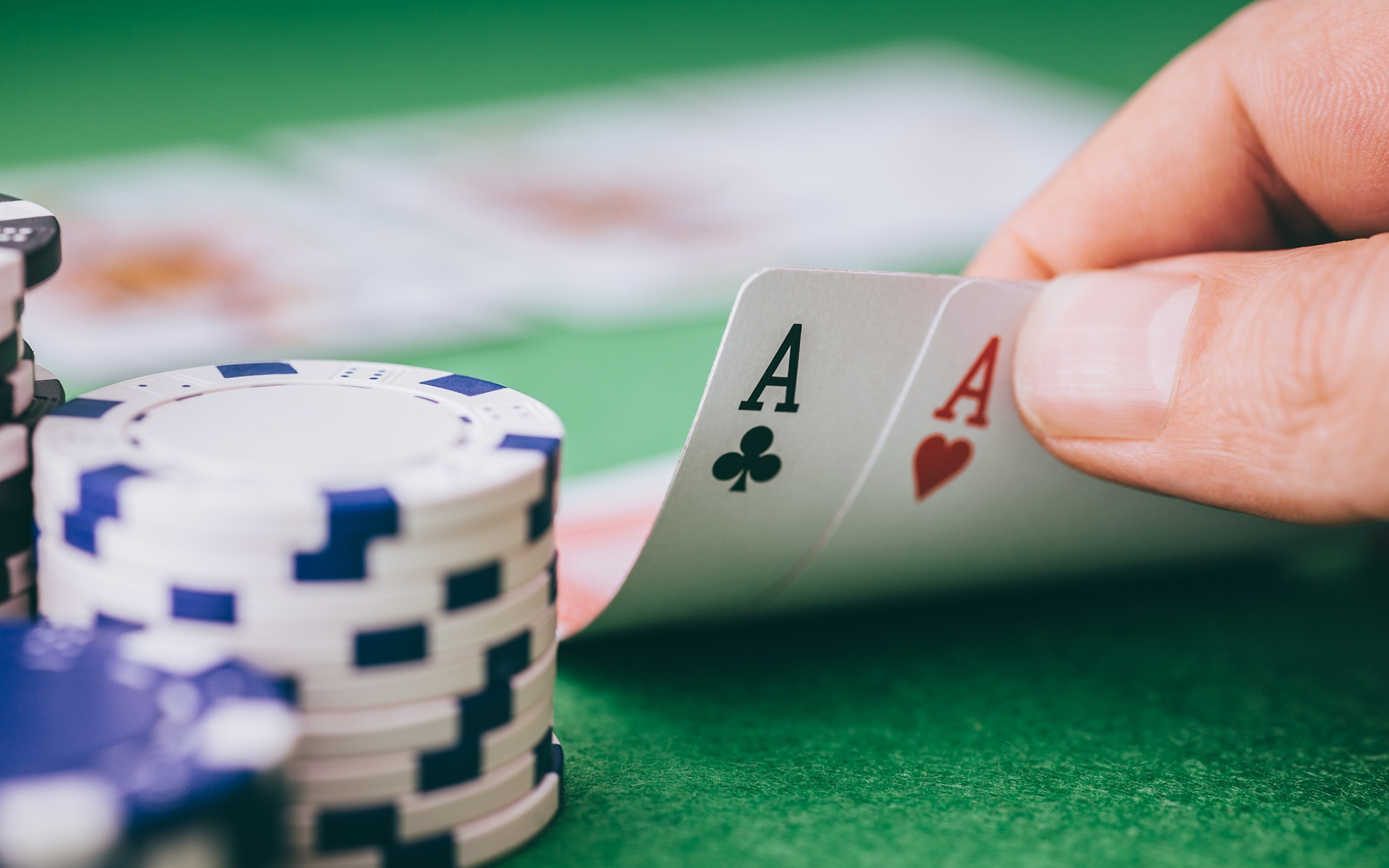 What things to keep in mind while playing suits poker online?