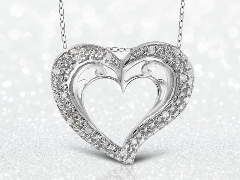 Make Your Loved One Smile with A Diamond Pendant