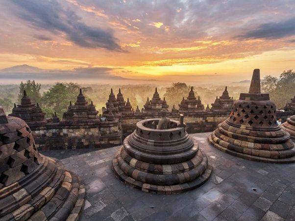 One Day Tour To Borobudur and Prambanan